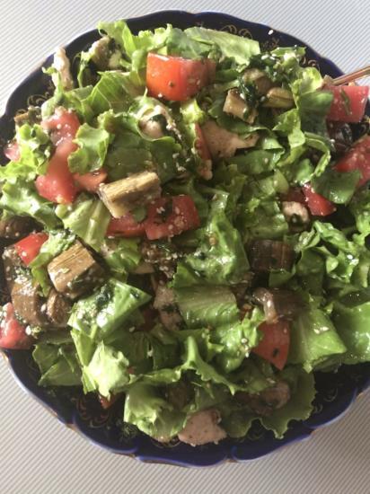 Бомбический салат с запеченными