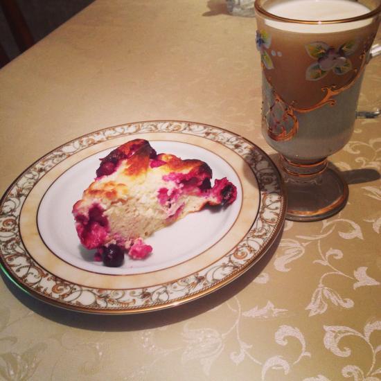 Ужин:запеканка с вишней и кефир!