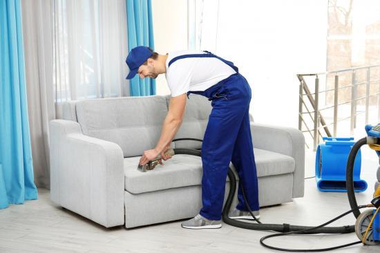 Кто делал недавно химчистку дивана?Поделитесь