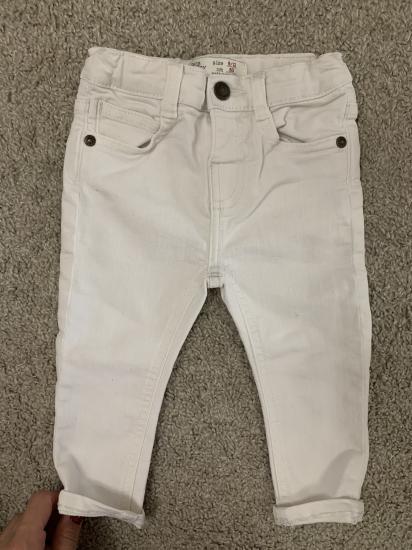 Белые джинсы скиниях размер 80.