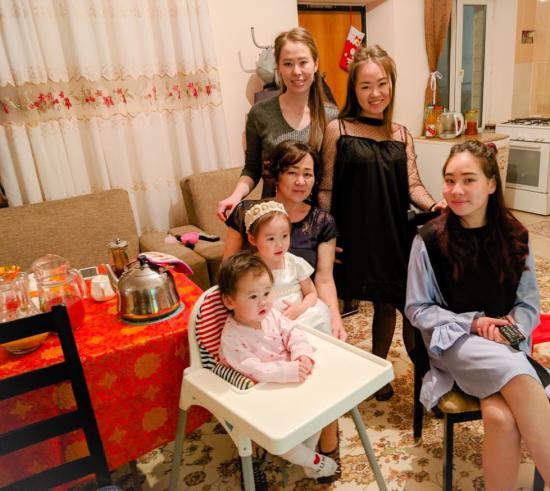 На фото я , мои дочи , моя мама