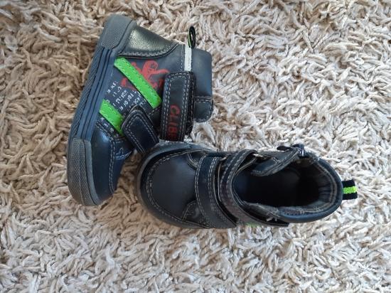 Продам деми ботиночки на малыша.В
