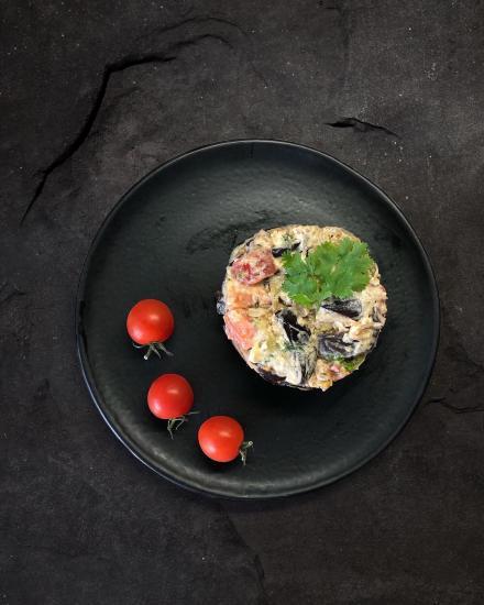 Очень вкусный салат с баклажанами