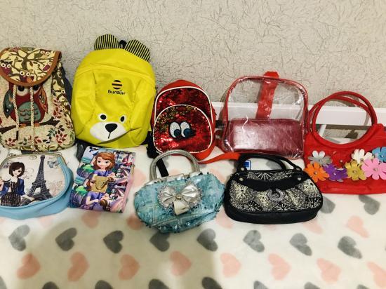 Вчера баба Мале подарила сумочку...