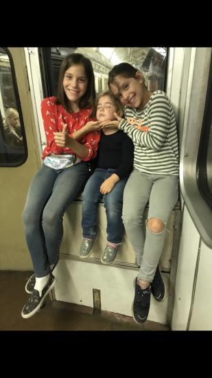 Учу старших ездить в метро, где
