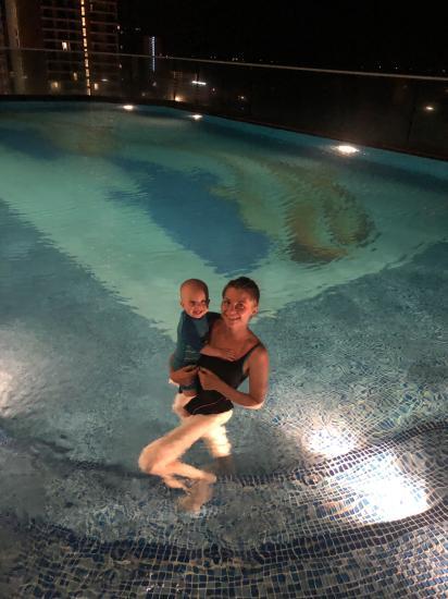 21:30 29С тепла, вода в бассейне