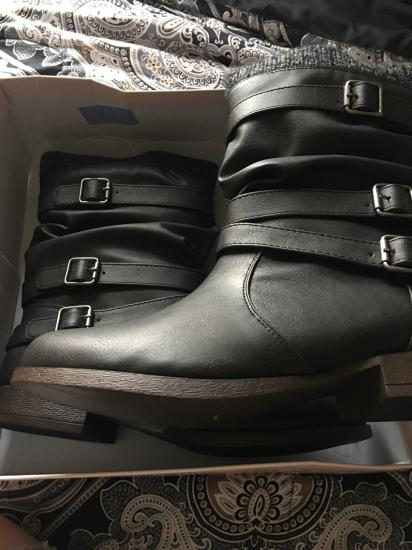My boots came in omg I love them