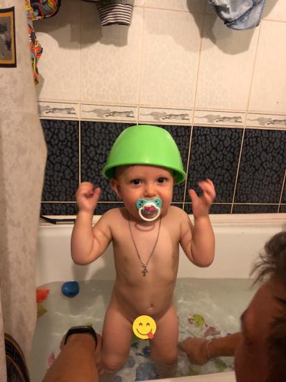Маленький купальщик в «шлеме»😂
