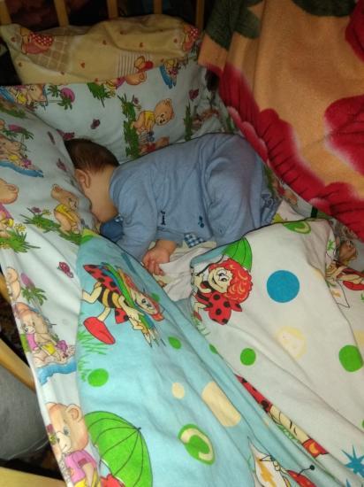 Думаю гляну как там Дамир спит.