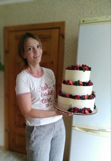 Я тут тортик испекла свадебный