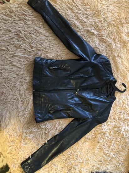 Кожаная куртка 42 размер . 1500