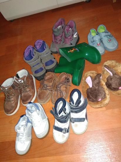 Ботинки на девочку (верхние справа)