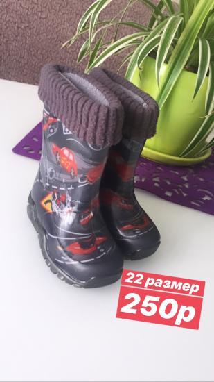 Продаю обувь. Горького 168