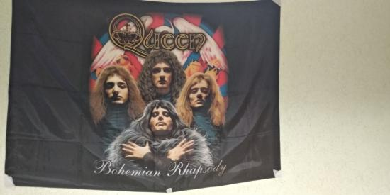 В комнате теперь висит такая красота😍😍♥️ #queen